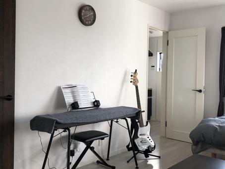 大学生男子、一人暮らし部屋の模様替え。