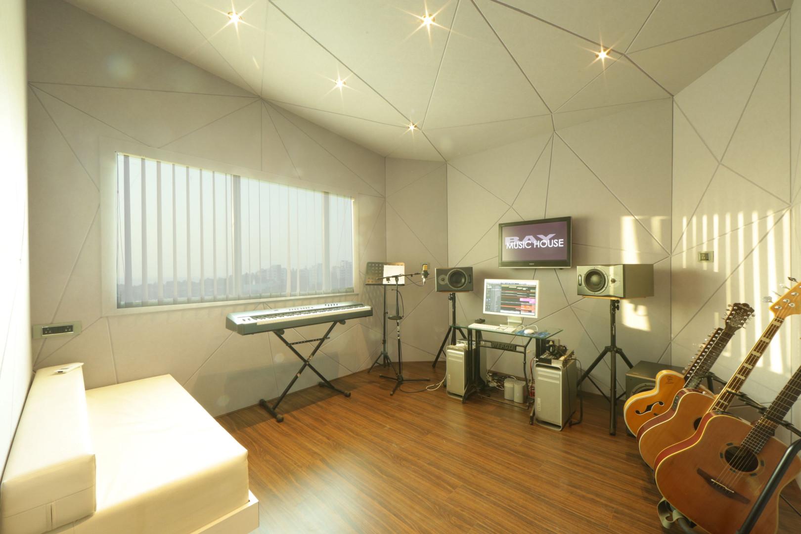 triangle room