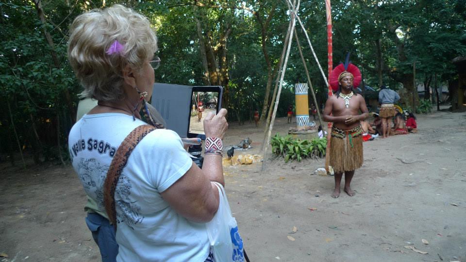 Clarice photographing Siratan