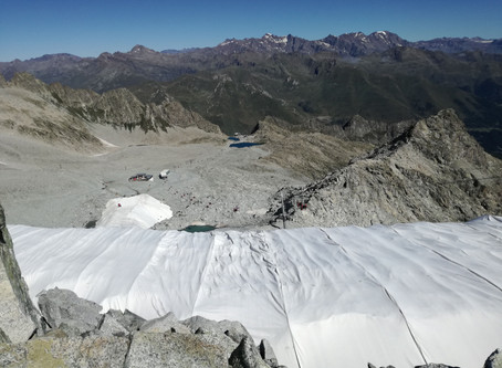Clima, sul Presena tornano i teloni salva-ghiacciaio