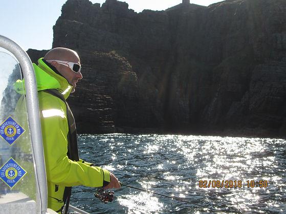 Moniteur guide de pêche sur Saint-Malo. Je peux me déplacer sur votre bateau.