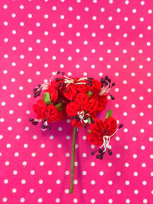 Crveni cvjetići sa crnim detaljiama