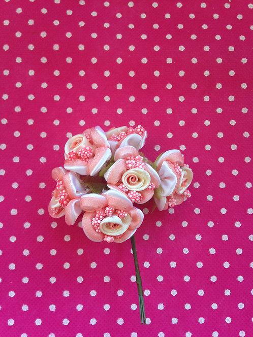 Cvijeće dvobojno sa bobicama jagoda