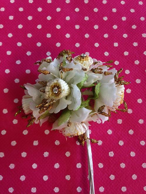 Cvjetići od različitog materijala sa kristalima
