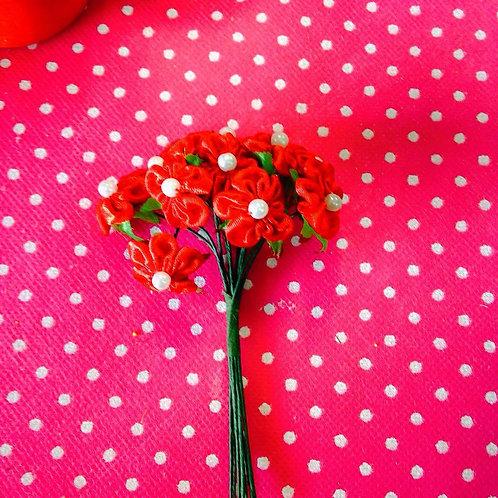 Svileni crveni cvjetovi