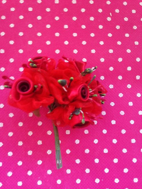 Crveni cvjetovi sa detaljima