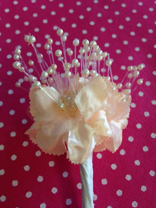 Svileni cvjetići sa perlicama