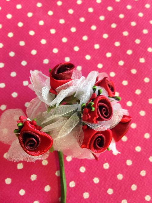 Crvene ružice sa organdijem