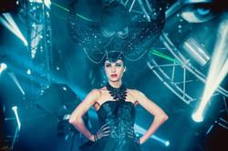 шоу в черных костюмах strana ozz