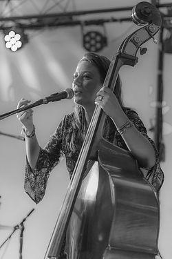 eva contrebasse acoustic ladyland.jpg
