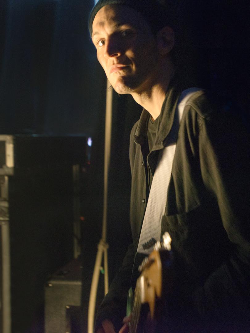 Josh Klinghoffer warming up backstage
