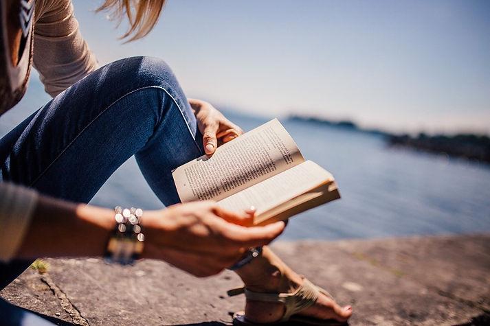 reading-925589_1280.jpg