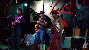 at legendary Rosa's Lounge, Chicago, with master Bob Stroger