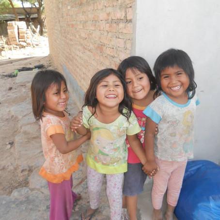 Con el Corazon en las Manos Ayudemos a un Niño