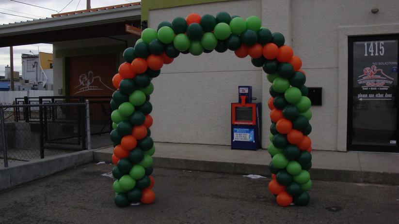 three color spiral arch