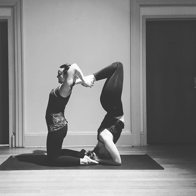 So much fun _lenoxyoga #partnerposes #gr