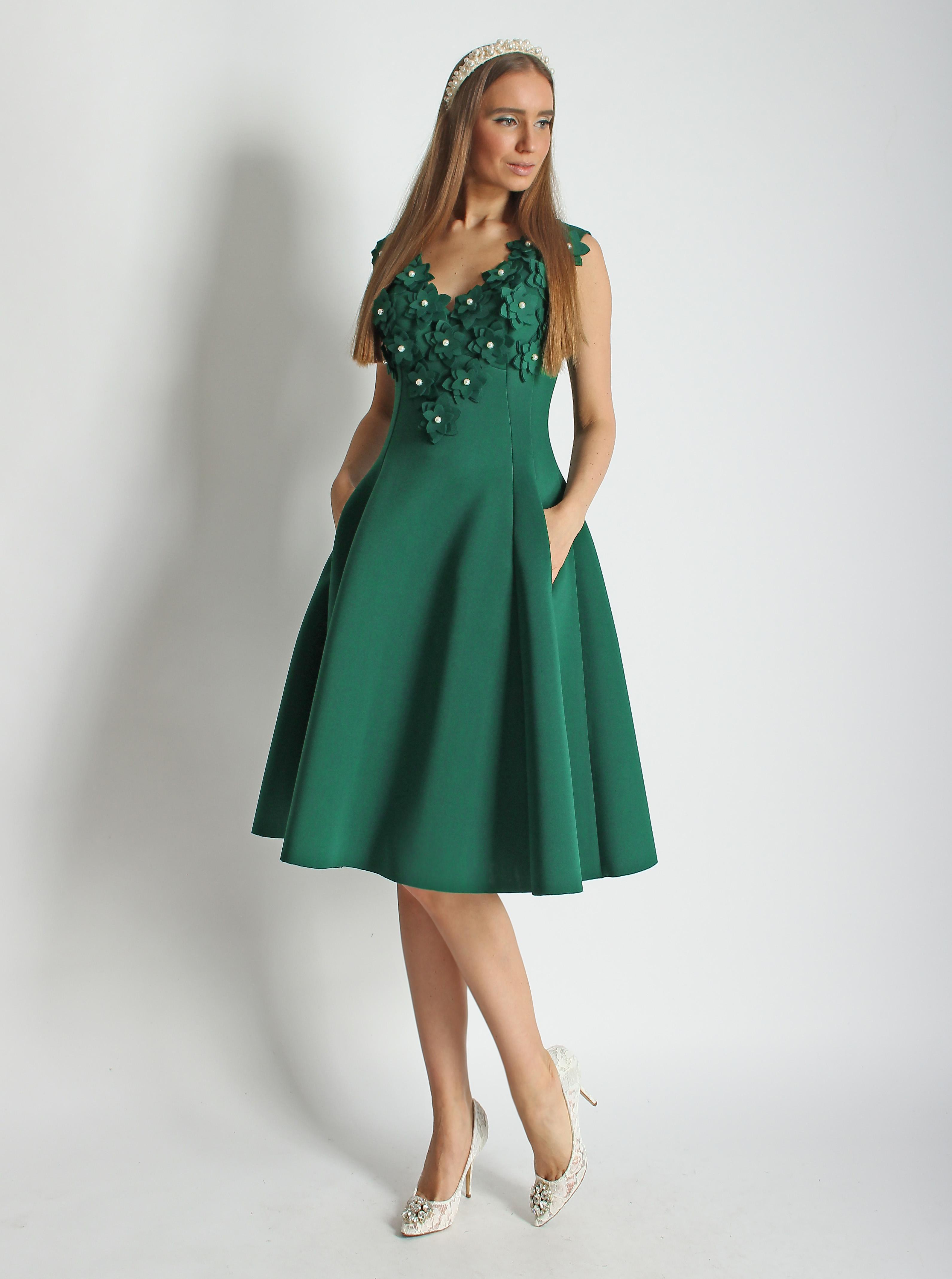 Платье с цветами и жемчугом