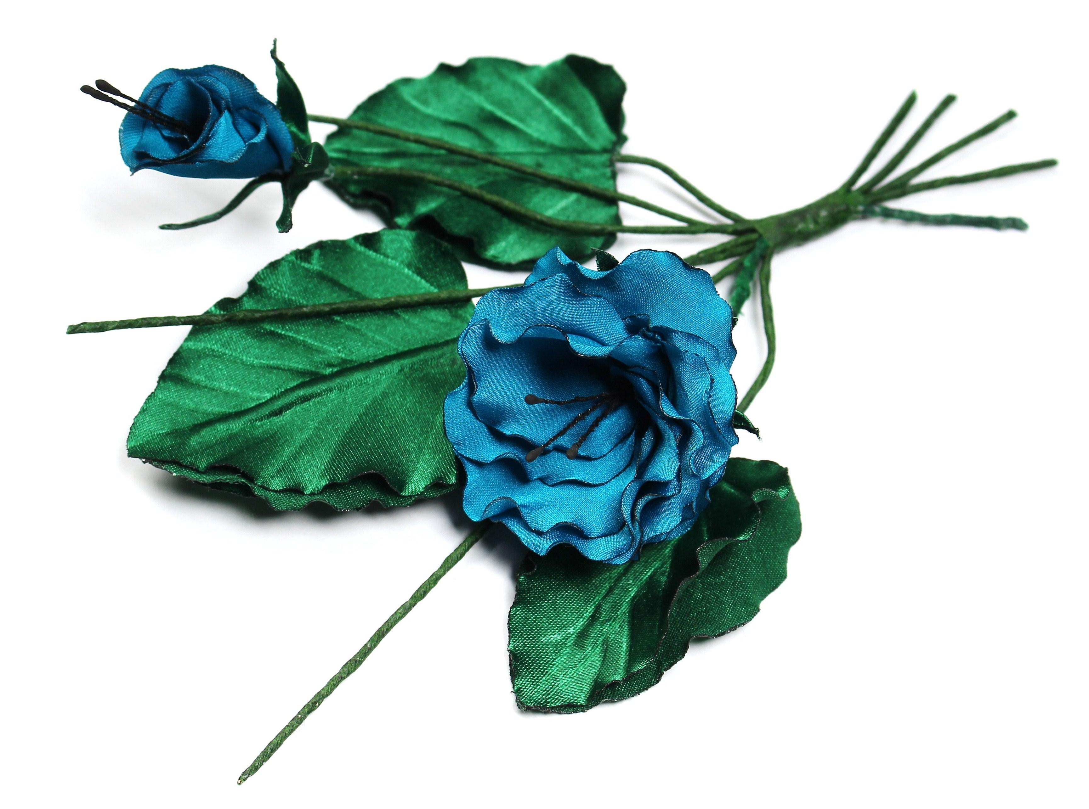 Голубые цветы и листья