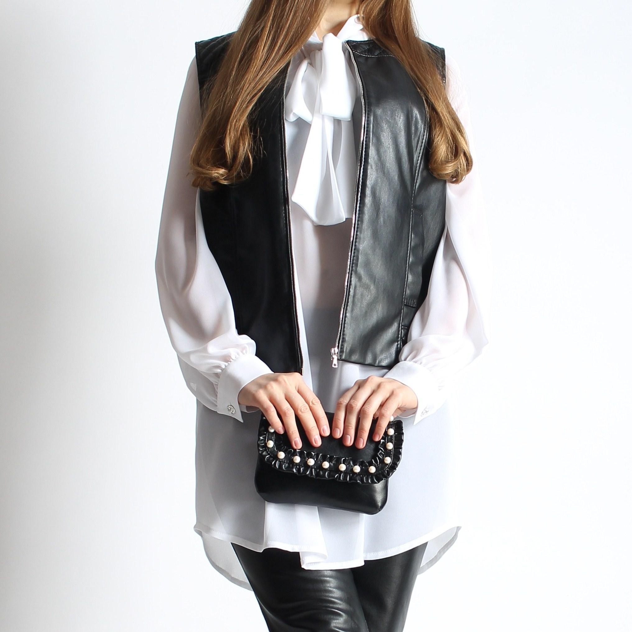Жилет и блуза с бантом