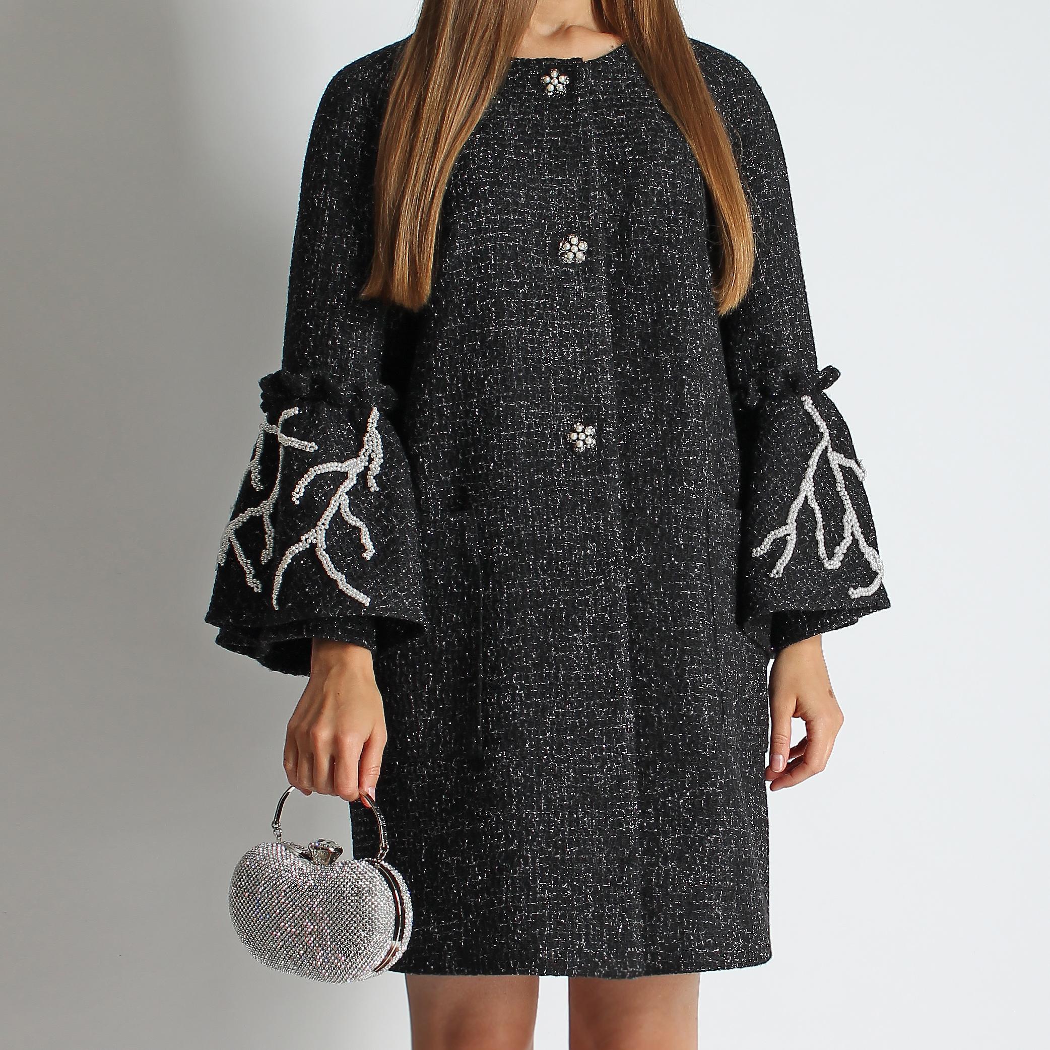 Пальто с жемчугом