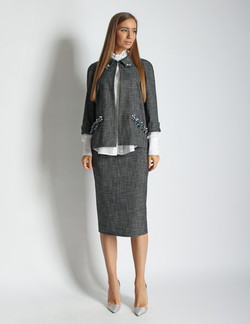 Юбочный костюм с вышивкой
