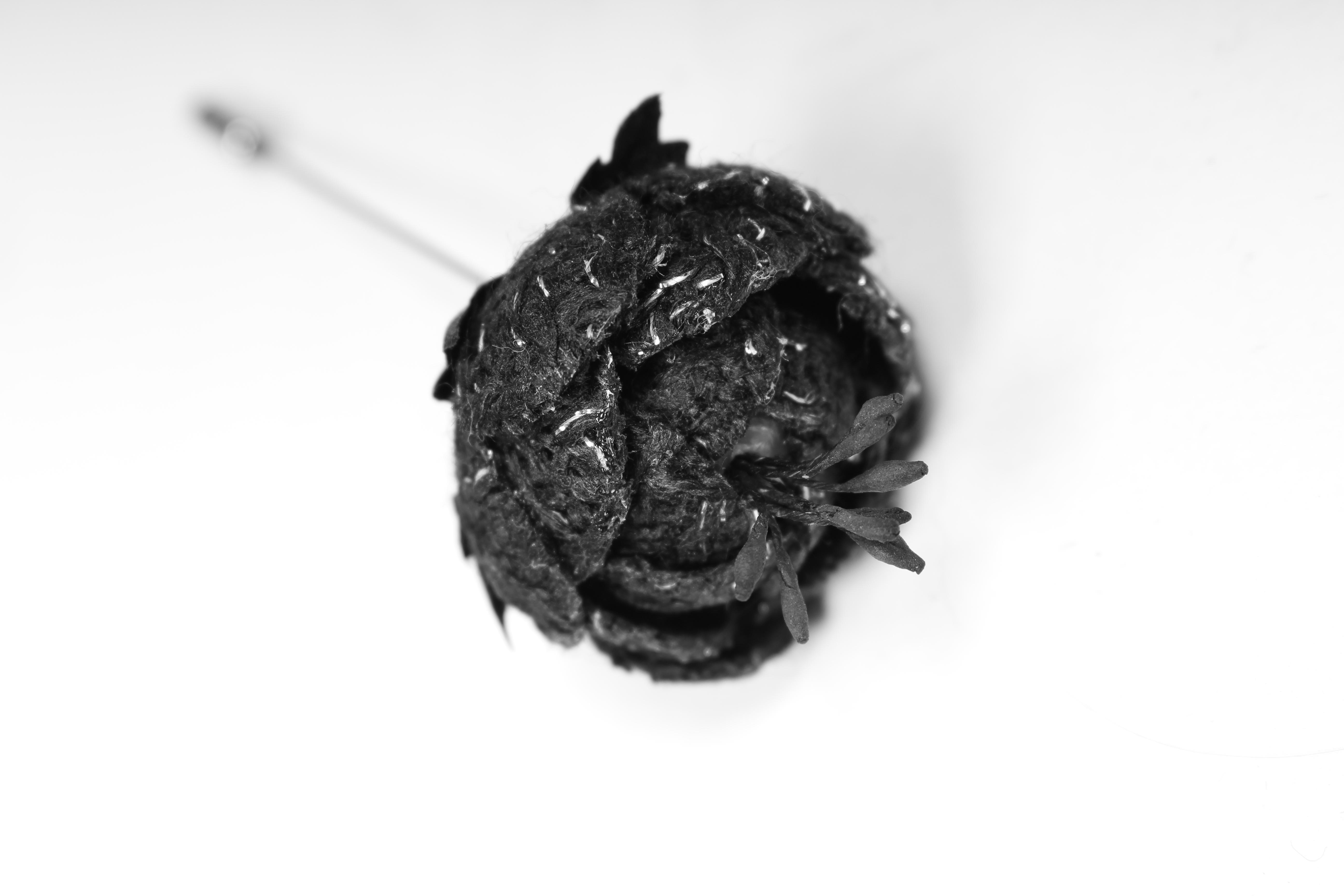 Бутоньерка из твида