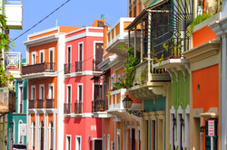 Vibrant-houses-San-Juan-545101040_5184x3456