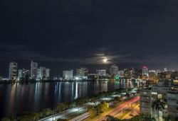 Beautiful-full-moon-over-San-Juan,-Puerto-Rico-494829692_5606x3840