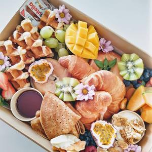 Medium Breakfast Box $85