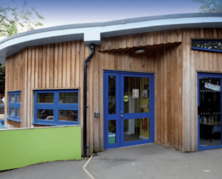 The Peartree Centre para crianças autistas, funcionando dentro da Stanley Primary School.