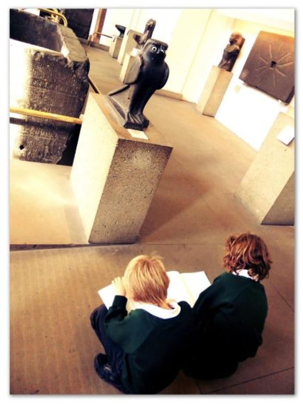 E imaginem, só, o Theozão desenhando no Museu Britânico?!