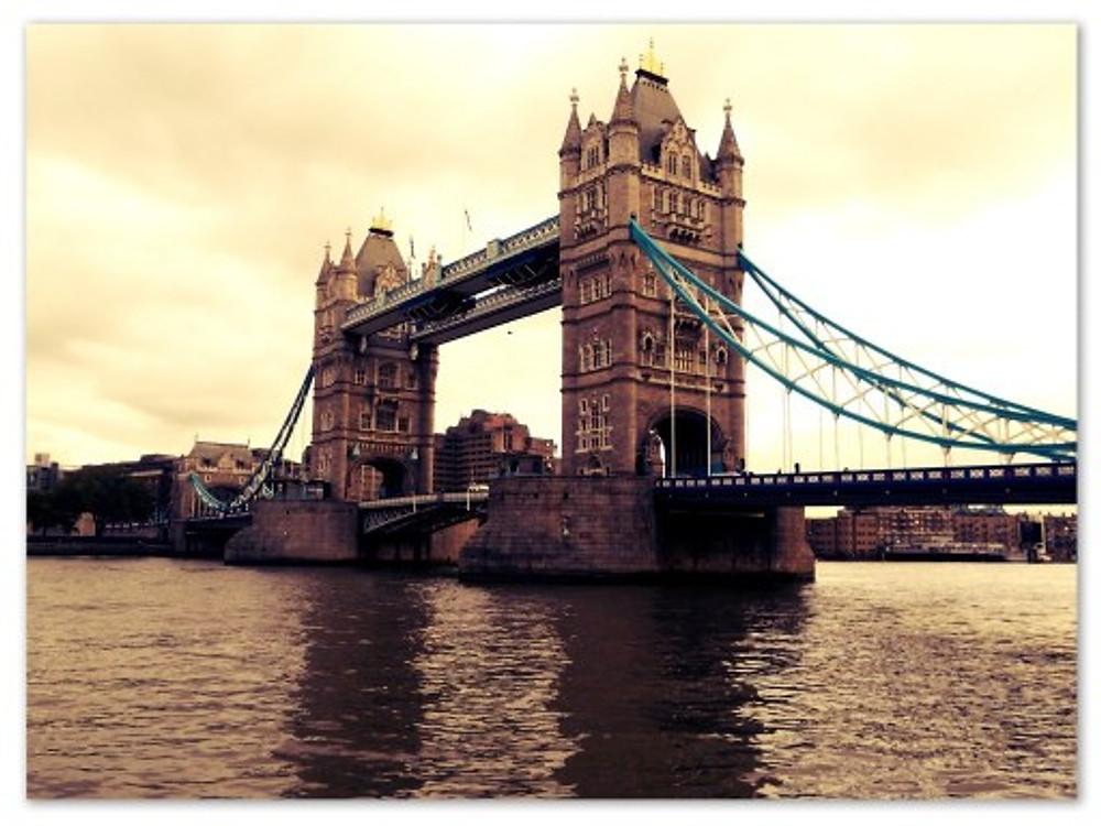 A linda Tower Bridge (arquivo pessoal)