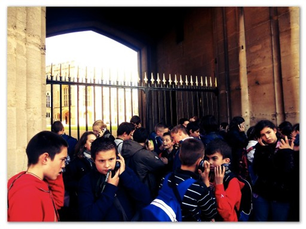 Em Londres, as criancinhas aprendem História in loco. Essa, aí, foi uma excursão de escola ao Castelo de Windsor!