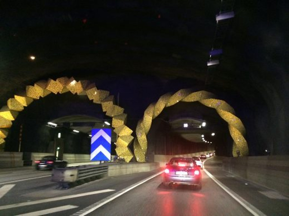 Sueco faz questão de deixar até um túnel bonito