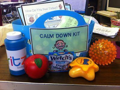 Cestinha com brinquedos sensoriais que a criança pode usar para se acalmar. Fonte: http://bit.ly/1Ih9LBc