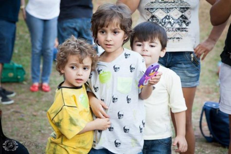 Crianças brincando (Foto: Julia Baêta)