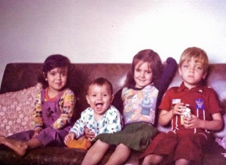 Nós 4 e nossa infância cheia de terra vermelha e leite de vaca fresco!