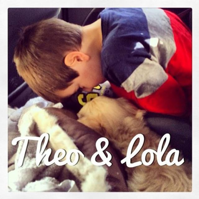 Siga os dois no Instagram: @theoelola