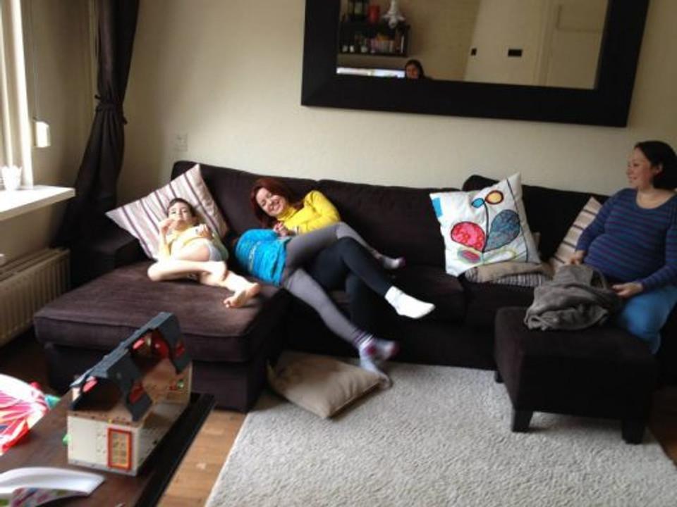 Bagunça no sofá!