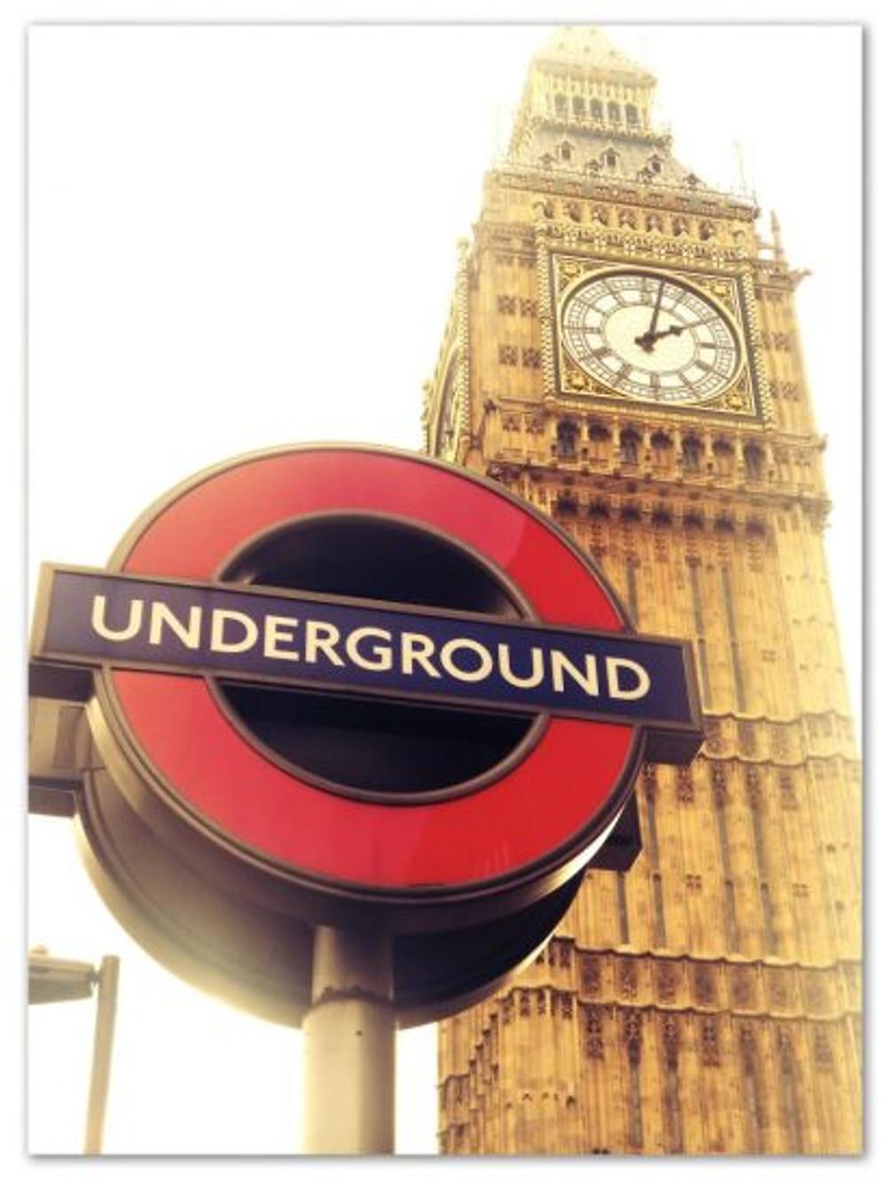 Ele, o Big Ben. E a linda plaquinha do metrô. (arquivo pessoal)