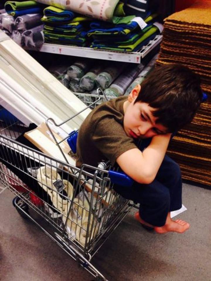 Lutando contra o tédio nas visitas intermináveis à Ikea