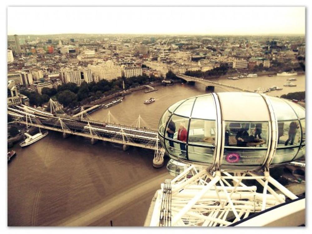 Lá, tem a London Eye. Theozão adora elevador panorâmico...imagina isso?? (arquivo pessoal)