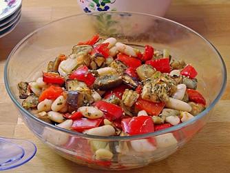 Ensalada templada de alubias y verdura asada