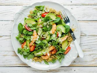 Ensalada con quinoa y gambones