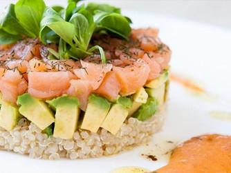 Ensalada de quinoa con salmón ahumado