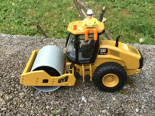 Diecast Master Caterpillar CS11 GC Soil Compactor