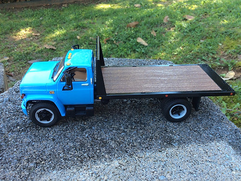 1:34scale 1/34 scale 1970's Chevrolet® C65 Flatbed Truck 10-4317