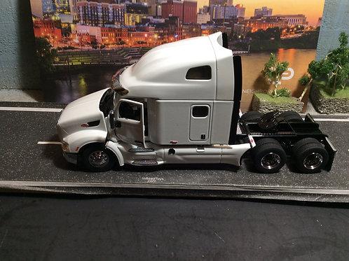 1:50 Scale Peterbilt 579 Tandem Axle w/Ultraloft Sleeper - White 71072