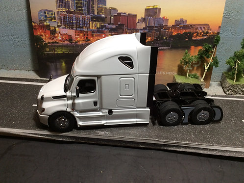 1:50 Scale Freightliner Cascadia Tractor w/Sleeper - Pearl White