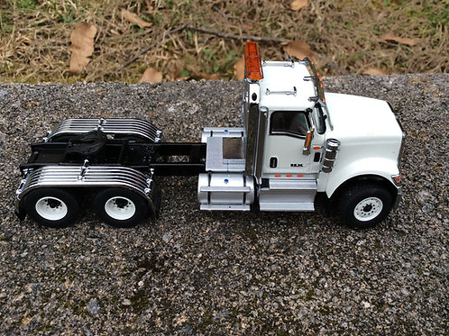 1:50 Scale International HX520 Tandem Tractor - Cab Only - White 71001